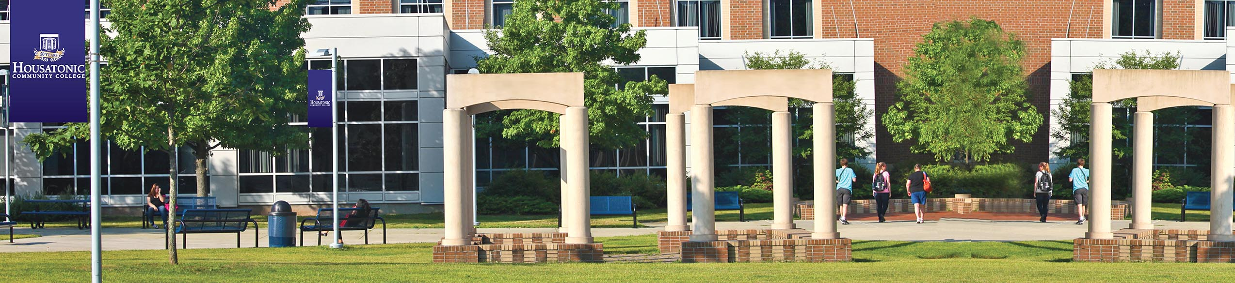 community college online Genesee community college (gcc) offers a wide variety of online classes every semester.